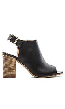 Seychelles Follwo Heel in Black