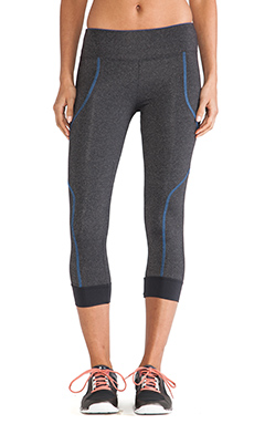 SOLOW 5 Thread Crop Legging in Gunmetal & Pacific Stitch
