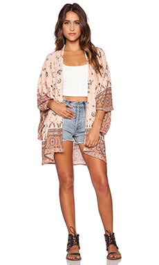 Spell & The Gypsy Collective Coyote Short Kimono in Peach
