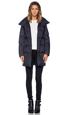 Theory Welmy Lofty Down Jacket in Navy