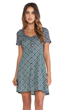 Tigerlily Grimaud Paisley Dress in Emerald