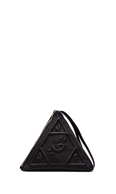 UNIF Pyramid Clutch in Black