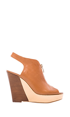 Vince Camuto Wenzele Wedge in Fudge/Copper
