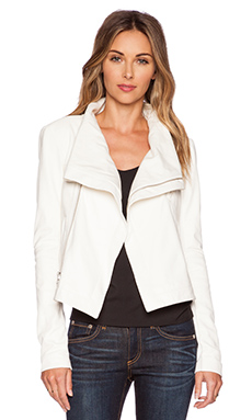 VEDA Max Classic Smooth Jacket in White