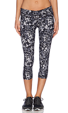 Vimmia Curve 3/4 Length Pant in Ink Flower