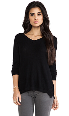 Vintageous Skipper V-Neck Sweater in Black
