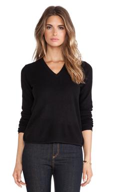 White + Warren Curve Hem V Neck Sweater in Black & Carbon