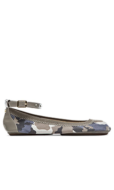 ABBEY WASHED CAMO FLATS