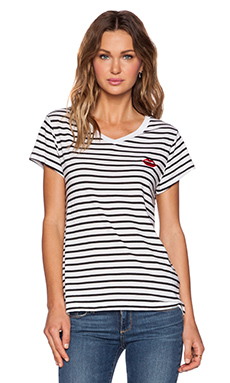 Zoe Karssen Lips Loose Fit V Neck Tee in Pirate Black & Optical White