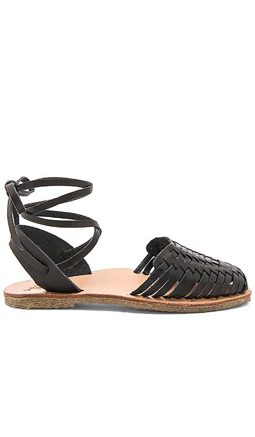 Beek The Parakeet Sandal in Black