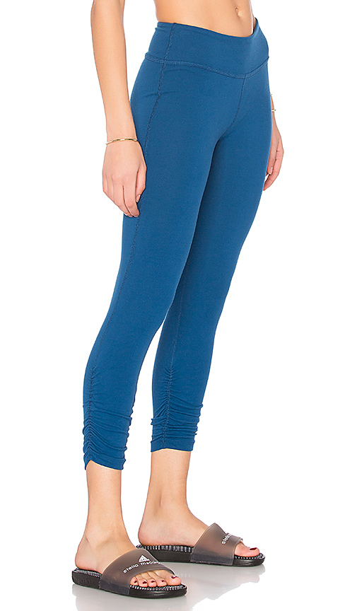 Beyond Yoga Essential Gathered Capri Legging in Blue. - size L (also in S,XS)