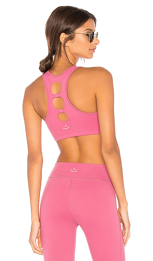 Beyond Yoga Full Circle Cut Out Bra in Pink. - size L (also in S,XS)
