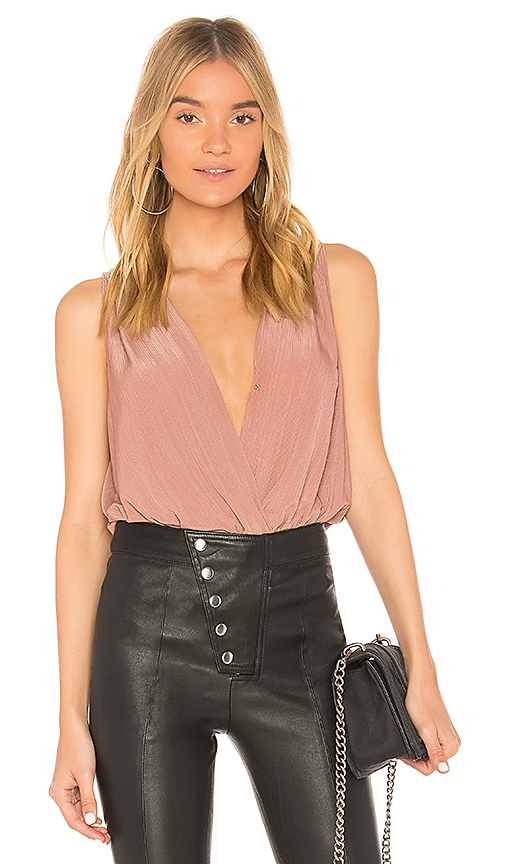 BCBGeneration Low V Neck Bodysuit In Woodsmoke in Mauve