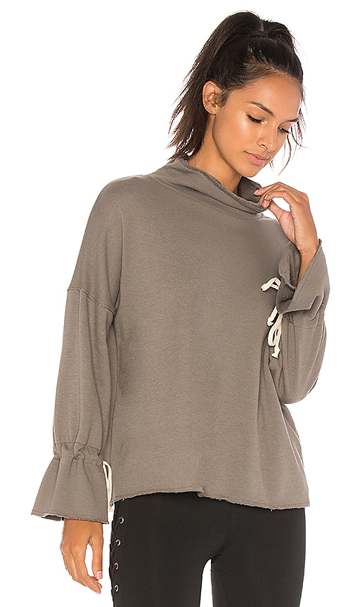 CHICHI Sara Sweatshirt in Gray