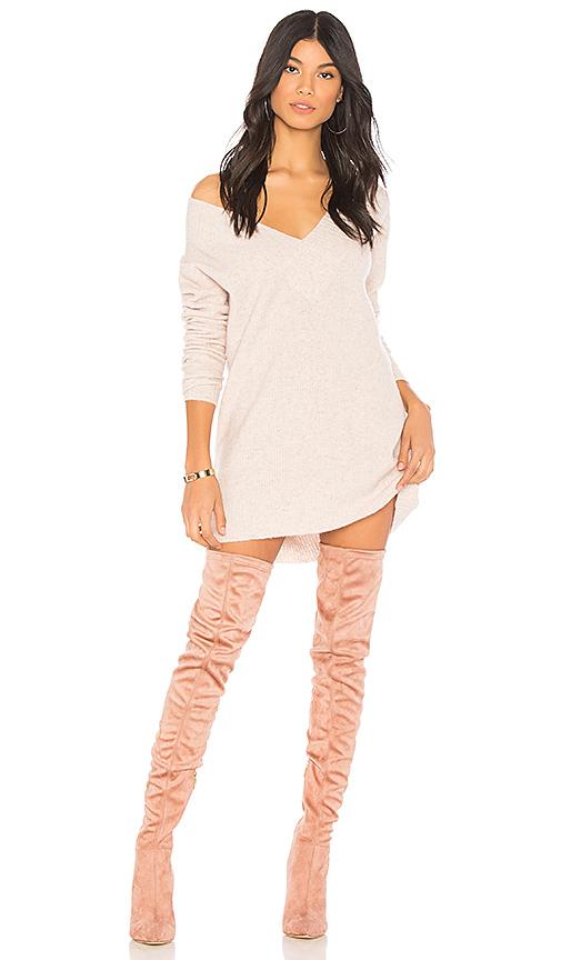 Chrissy Teigen x REVOLVE I.M.G. Sweater in Beige. - size S (also in M,XL)