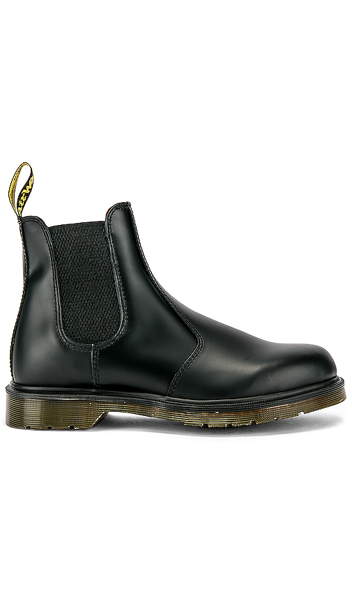 Dr. Martens 2976 SMOOTH ブーツ in Black.