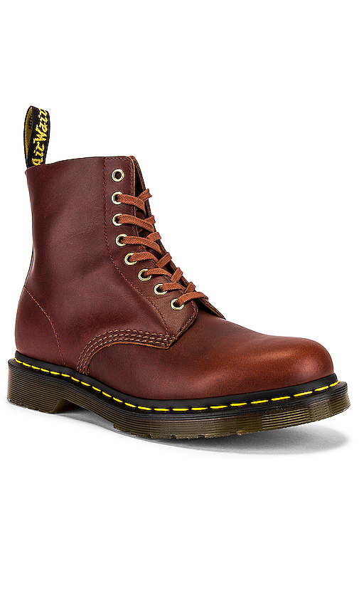 Dr. Martens PASCAL ブーツ in Brown.