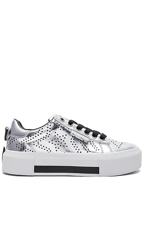 KENDALL + KYLIE Tyler Sneaker in Metallic Silver