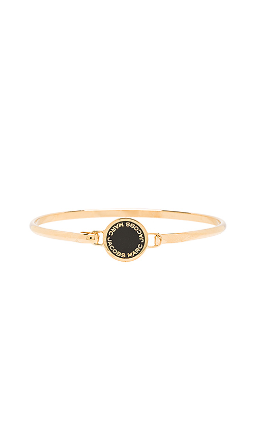 Marc Jacobs Enamel Logo Disc Hinge Bracelet in Metallic Gold