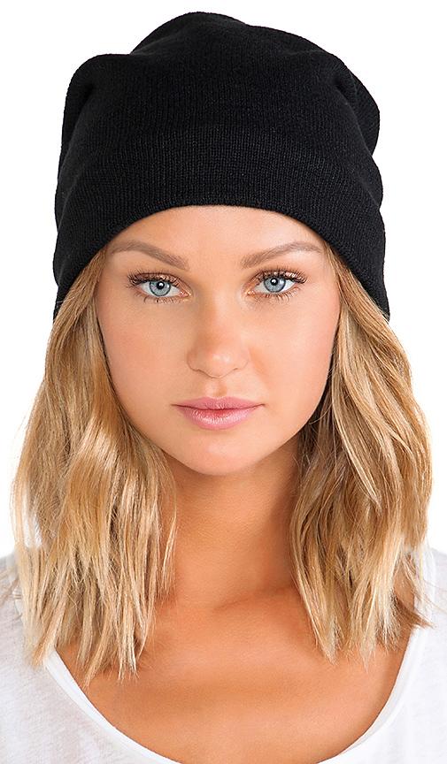 Plush Barca Slouchy Hat w/ Fleece Lining in Black.