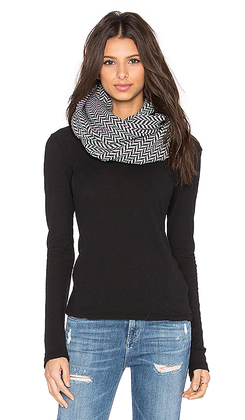 Plush Fleece Lined Herringbone Snap Scarf in Black & White