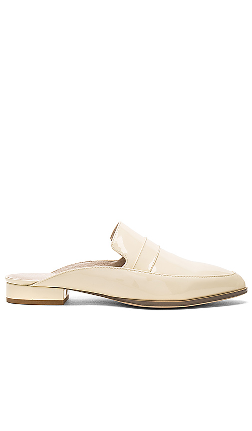 RAYE x REVOLVE Kara Flat in Cream