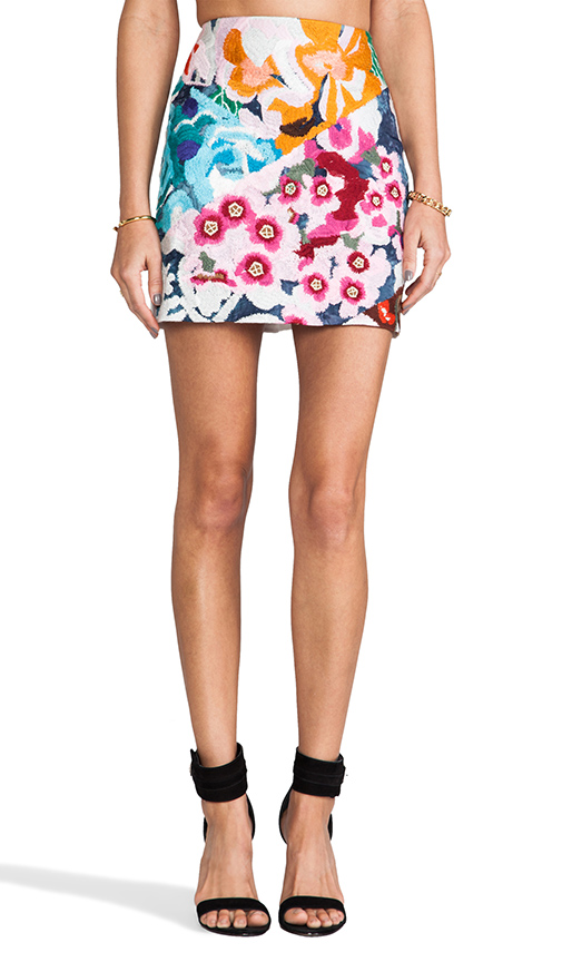 Shakuhachi Flower Bomb Embroidered Mini Skirt in White