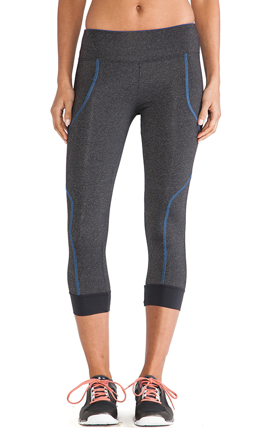 SOLOW 5 Thread Crop Legging in Charcoal