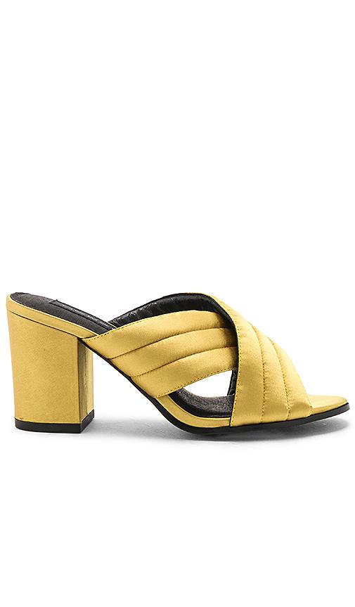 Steven Zada Heel in Yellow