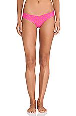 Thong in Button Shocking Pink