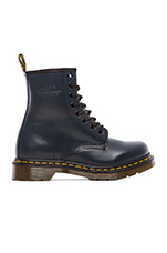 1460 W 8-Eye Boot in Navy