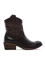 Carson Shortie Boot in Black