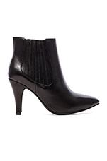 Suja Heeled Bootie Leather in Black