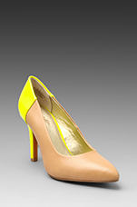 Strike a Chord Pump in Vacchetta/Neon Yellow