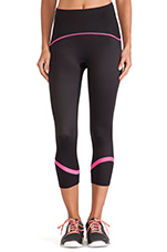 Shaping Compression Crop Legging in Black & Cheeky Pink