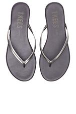 Sandal in Silver Shadowns