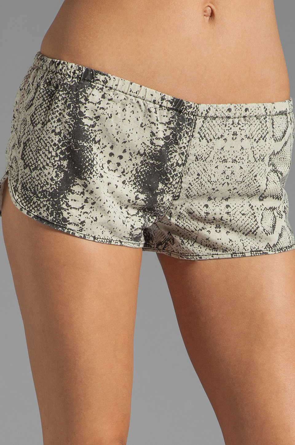 RVCA Chill Woven Short in Shale