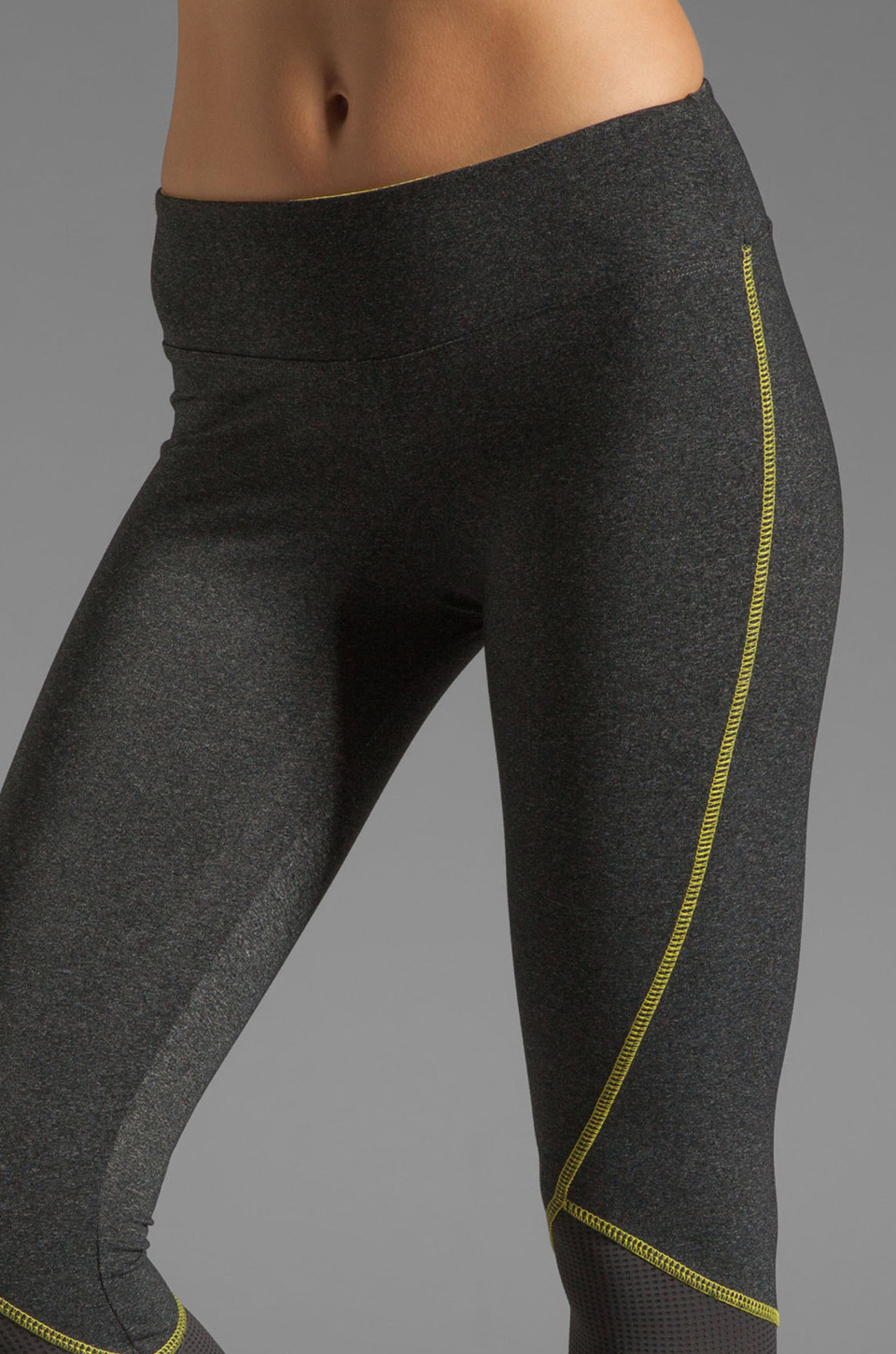 SOLOW Eclon Contrast Stitch Crop Legging in Heather Charcoal/Daffodil