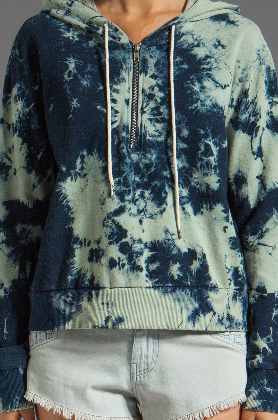 TEXTILE Elizabeth and James 1/2 Zip Sweatshirt in Cloudy
