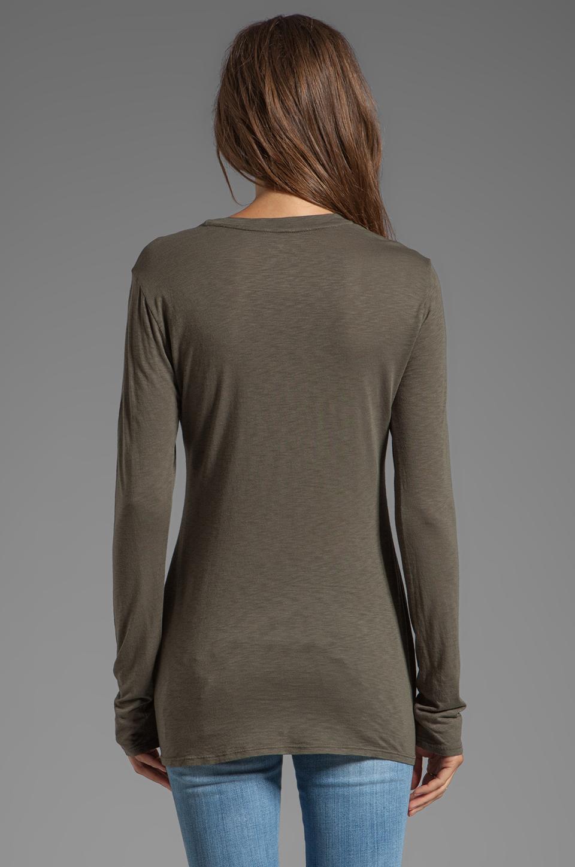 Velvet by Graham & Spencer T-shirt Luxe Rhiannon en maille flammée en Safari